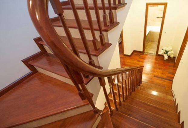 gỗ công nghiệp ốp cầu thang