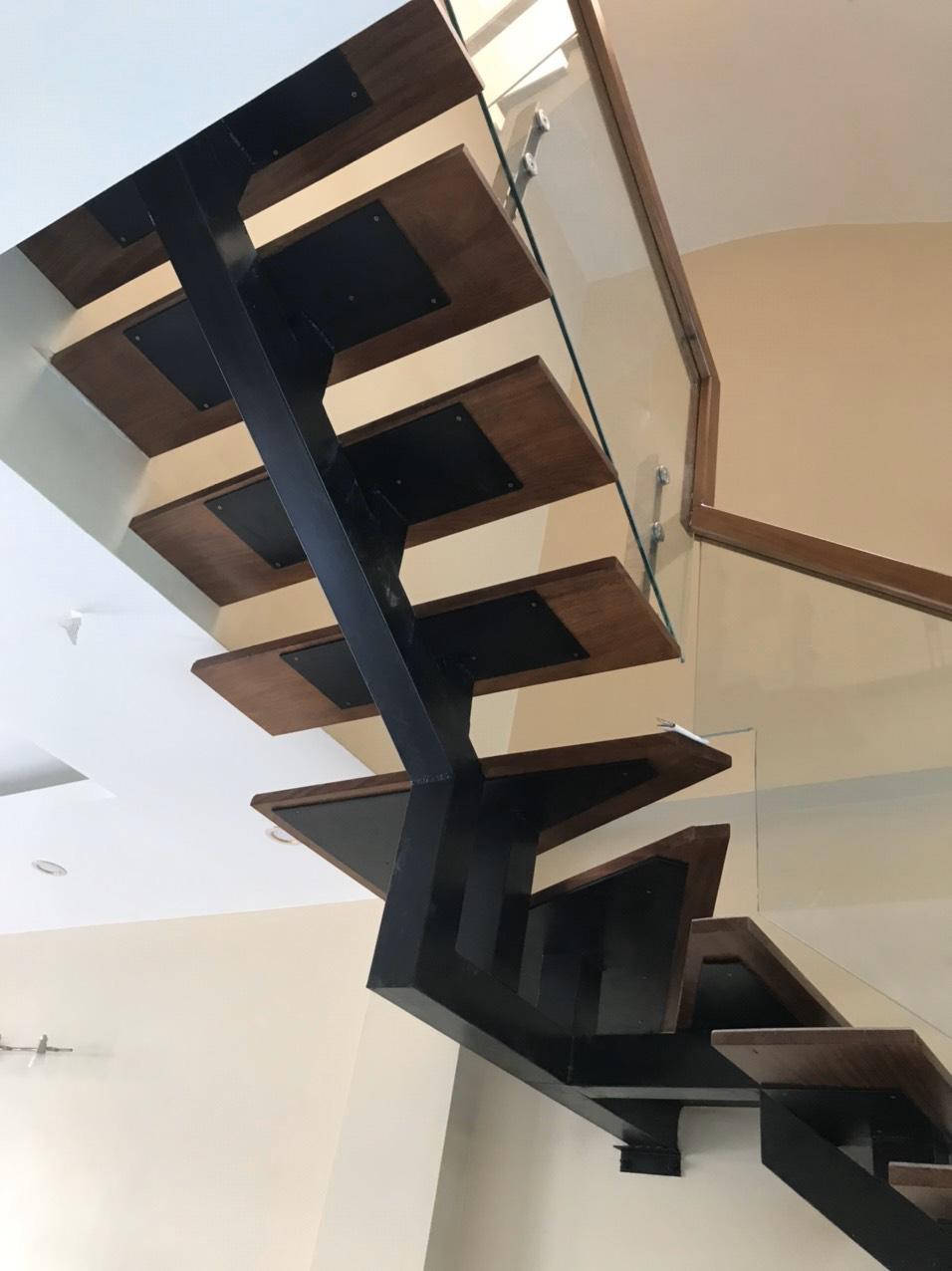 sàn gỗ công nghiệp lát cầu thang