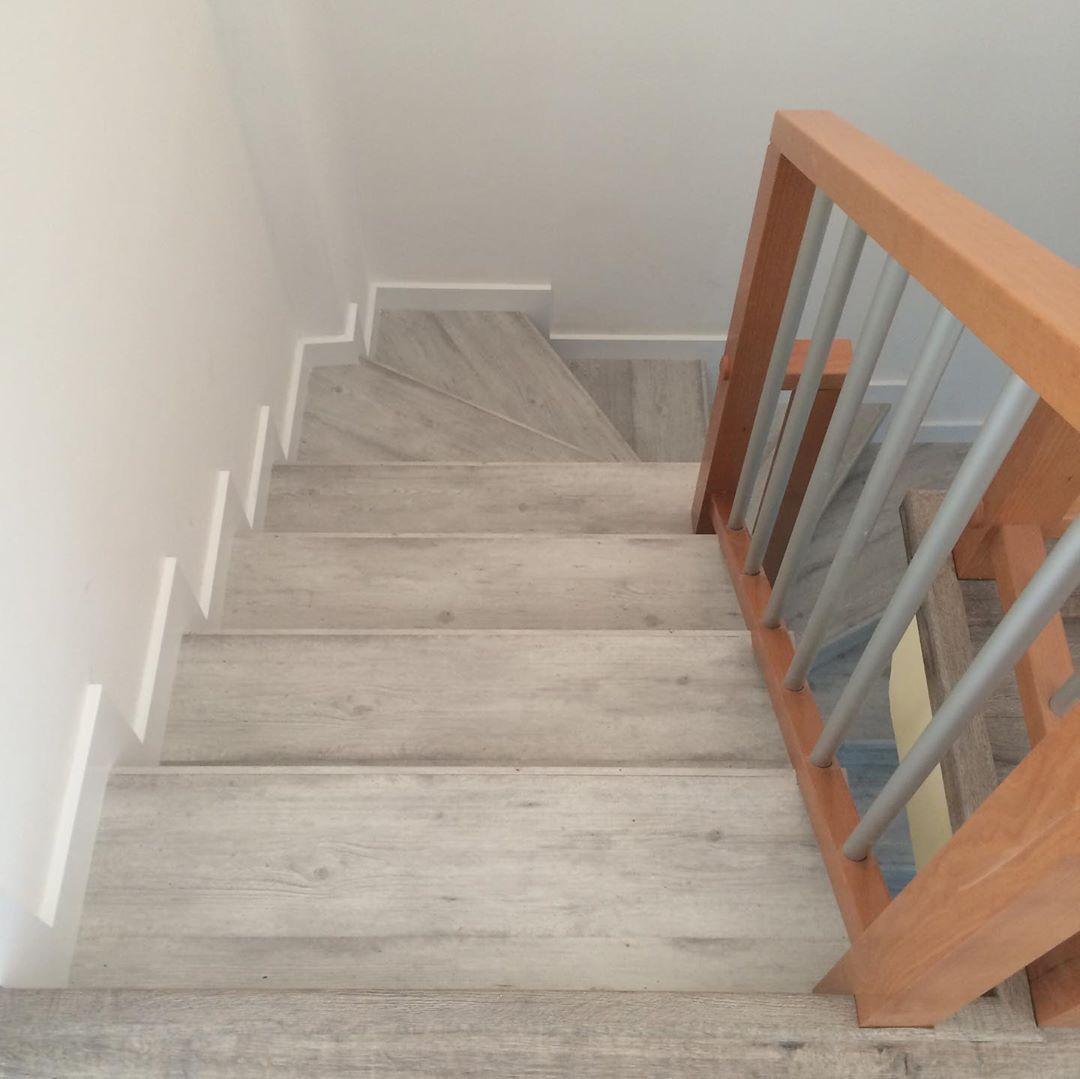 Lát cầu thang gỗ công nghiệp